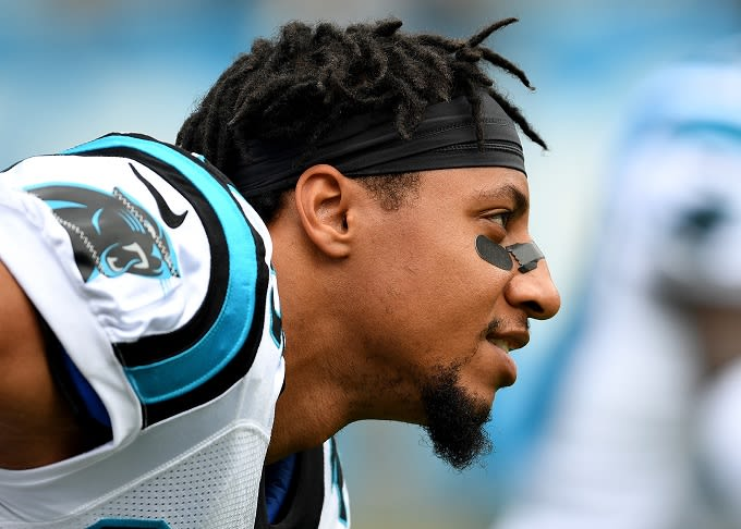 Eric Reid Takes Knee Following Panthers Signing  9de370e44