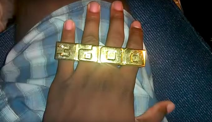 80-greatest-80s-fashion-trends-four-finger-ring