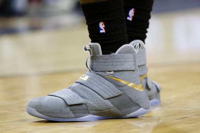 new products 2da11 642a4 Nike Zoom LeBron Soldier 10