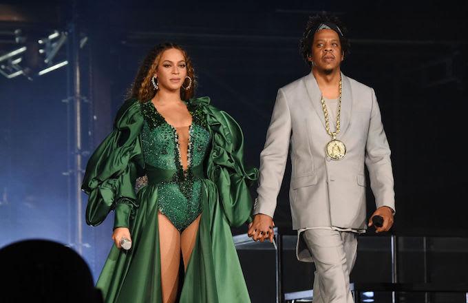 Beyonce, JAY-Z park bench