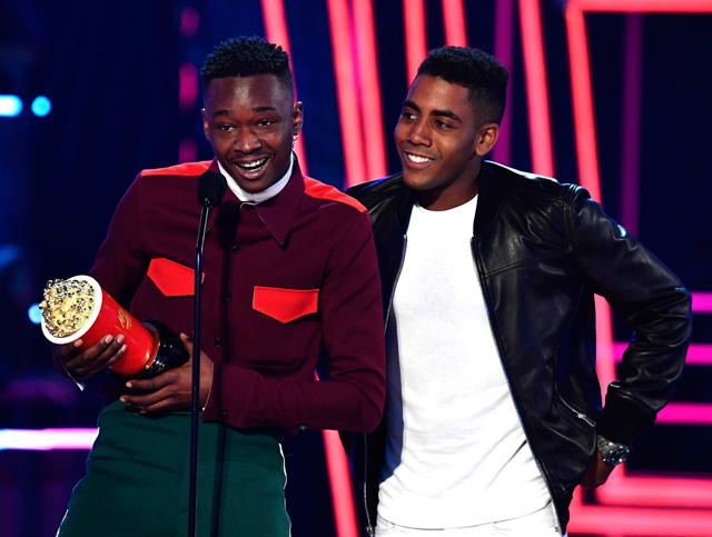 "Ashton Sanders and Jharrel Jerome accept the ""Best Kiss"" MTV Movie Award"
