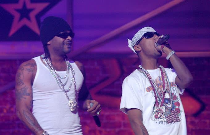 Jim Jones and Juelz Santana perform 'We Fly High' during 2006 BET Hip-Hop Awards.