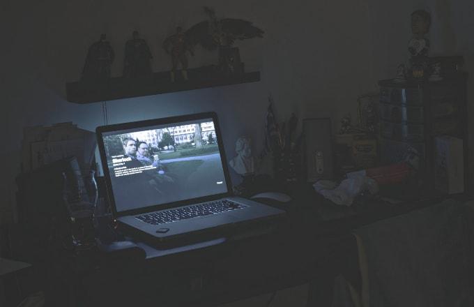 watching netflix에 대한 이미지 검색결과