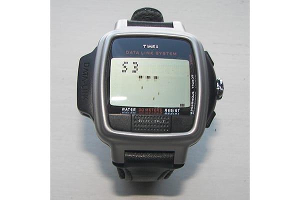 early-2000s-fashion-big-digital-watch