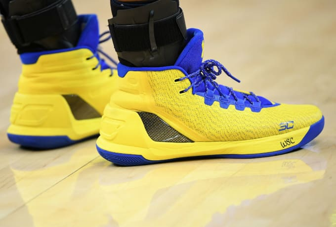 Stephen Curry Signs Shoes Kid  fd1614f49