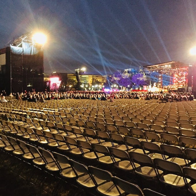 the crowd at trumps christmas tree lighting ceremony