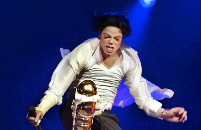 US singer Michael Jackson performs during the Democratic National Committee