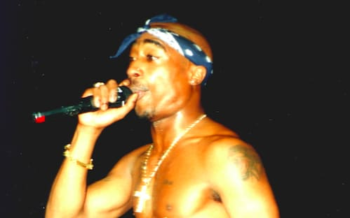 street-style-trends-started-by-rappers-tupac-bandana