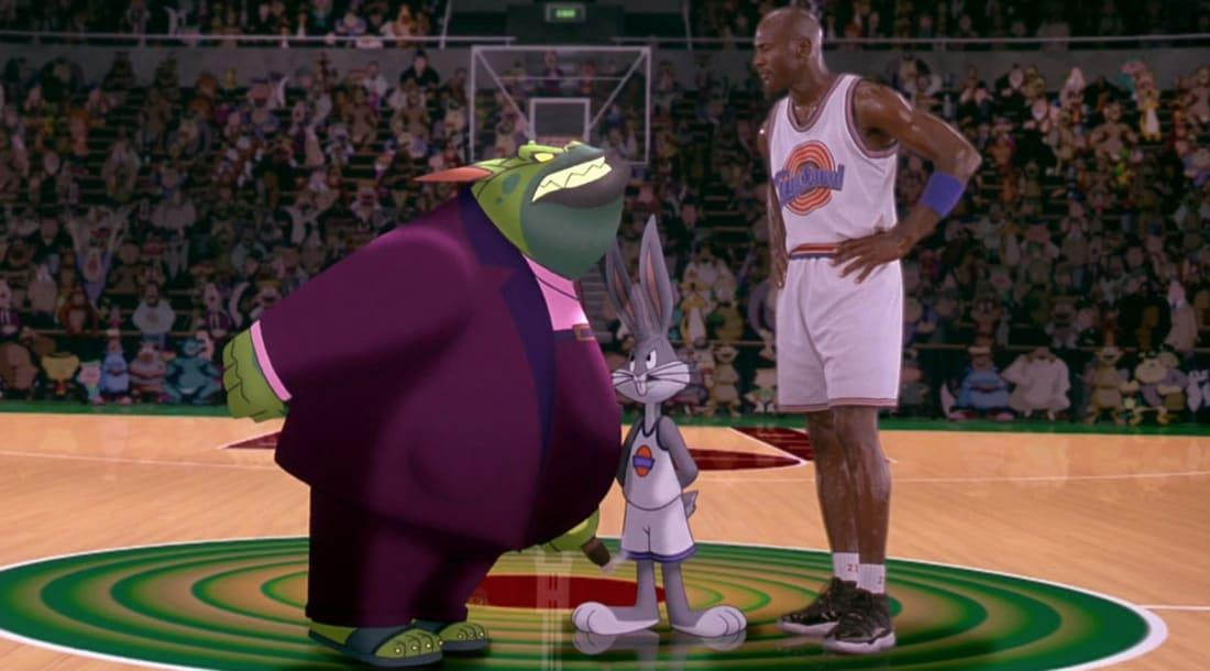 8b43b39f87 Michael Jordan viselte az 1995-ös NBA rájátszásban, majd a '96-os Space Jam  című filmben. Itt - ellentétben a való élettel - olyan csapattársai voltak,  ...