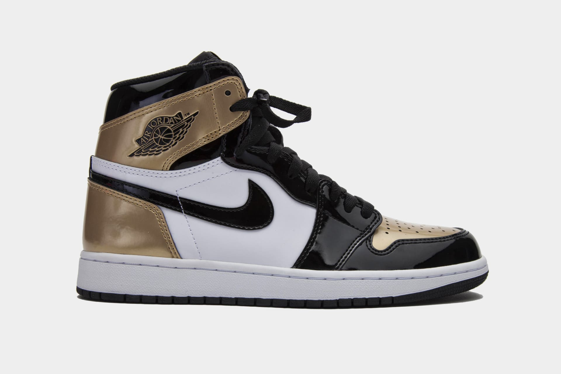 ac525a8bb49b1 Gold Top 3 Air Jordan 1s Union Release at ComplexCon