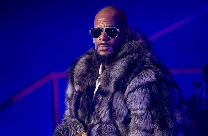 R. Kelly Accuser Reportedly Gives Physical Evidence to Grand Jury