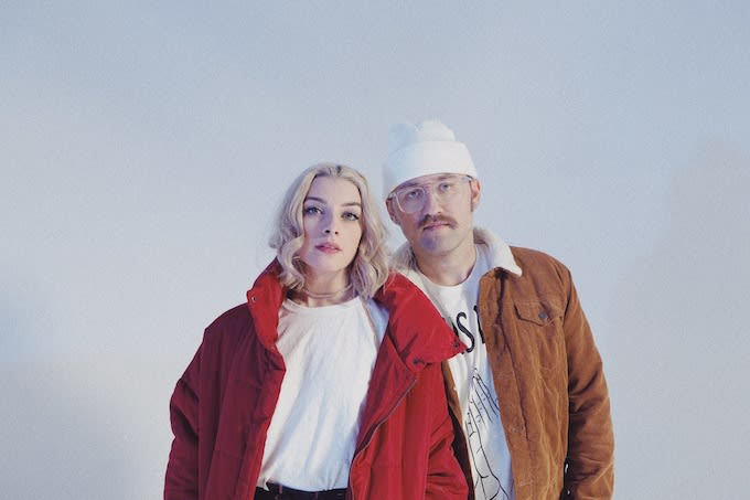 """Premiere: Synth Pop Duo The Bliss Nod To Classic Cinema In """"Happier"""" Visuals"""