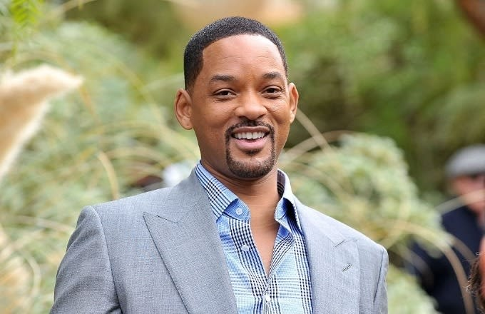 """Will Smith Breaks Into 'Aladdin' Song """"Friend Like Me"""" With The Roots"""