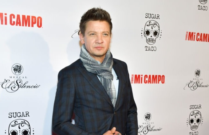 Jeremy Renner Alleges Ex-Wife Threatened to Send Nude Photos of Him to Media Outlets