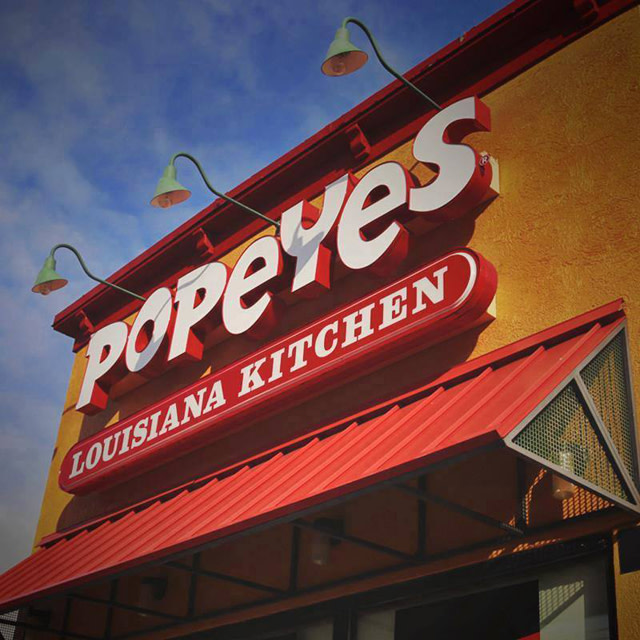 Video Captures 2 Couples Fighting at Popeyes Drive-Thru