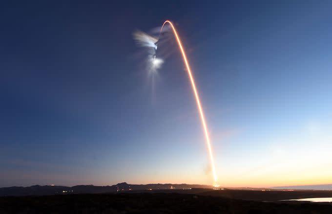 Elon Musk's Falcon Heavy Fire Test Got People Pretty Hype