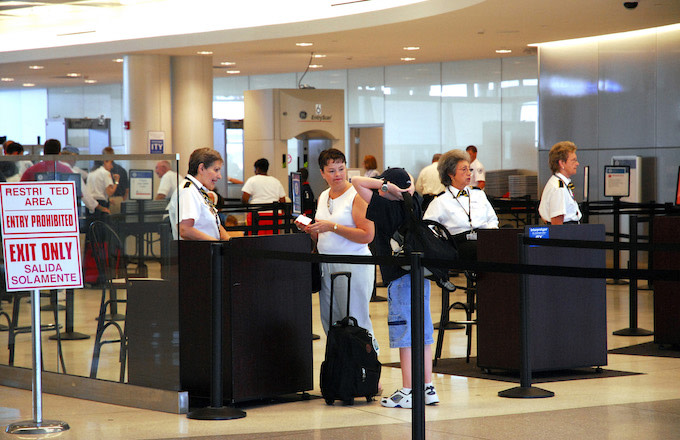 NY Airport Worker Fired for Handing Traveler Note: 'You Ugly!!!'