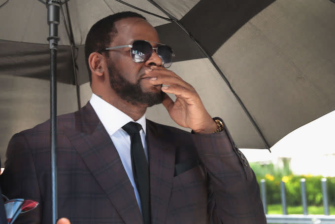 Judge Rules R. Kelly Will Be Held Without Bond in Federal Case
