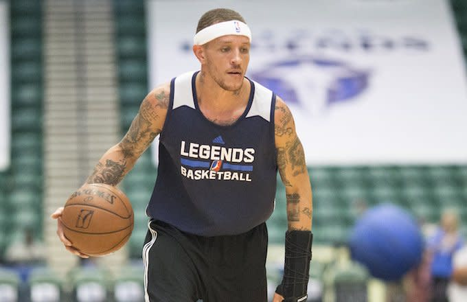 Police Officer Suspended After a Video of a Handcuffed Delonte West Surfaces Online