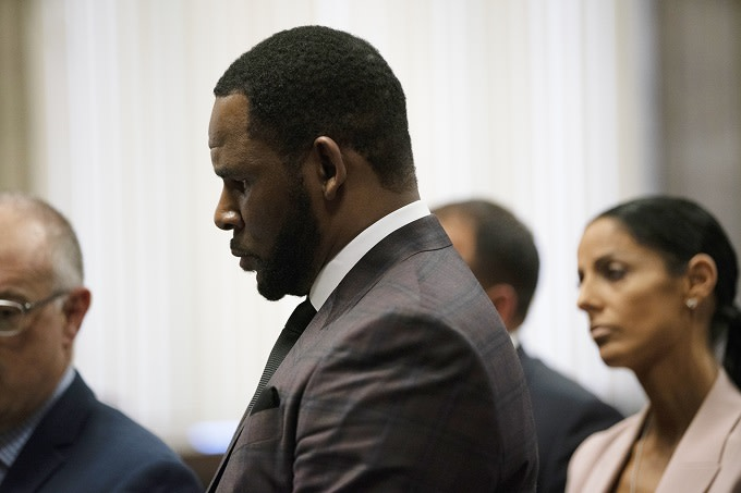 R. Kelly Will Be Flown to New York to Face Federal Charges