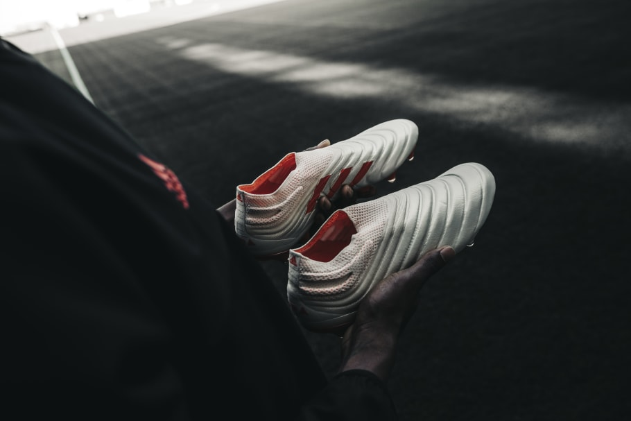 gratis bezorging top kwaliteit beste verkoop Why Adidas Took the Stripes Off Its Most Legendary Soccer ...