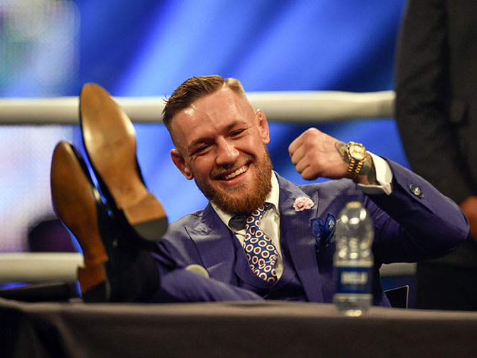 conor mcgregor presser with floyd mayweather