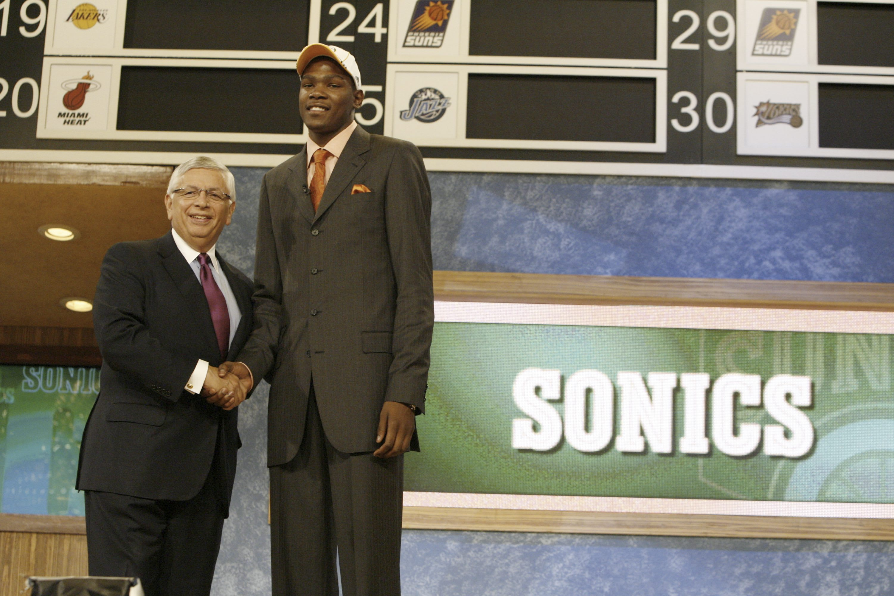 Kevin Durant is drafted by the Seattle SuperSonics.