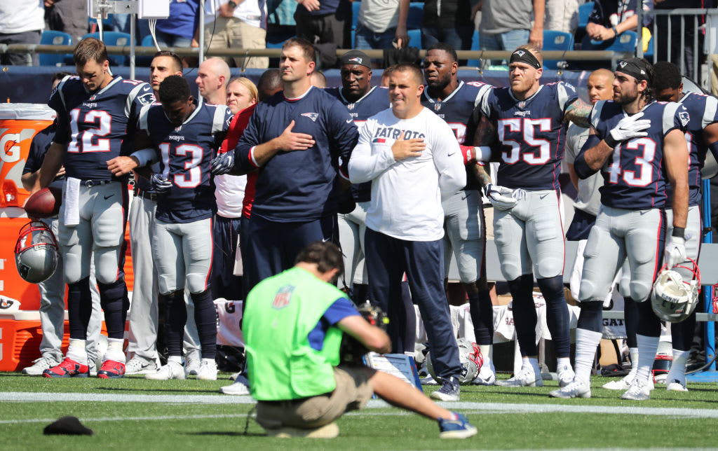Tom brady links arms during anthem