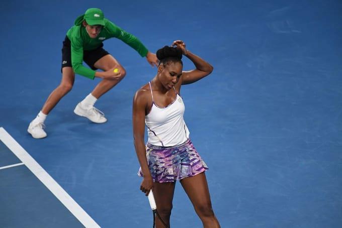 tennis ball girl venus williams
