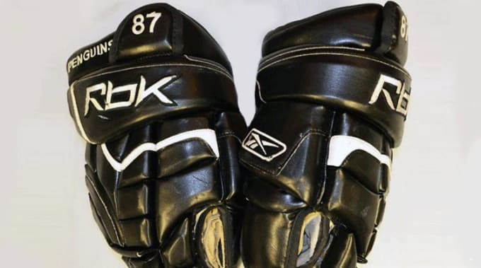 Sidney Crosby's Stanley Cup gloves from 2009.
