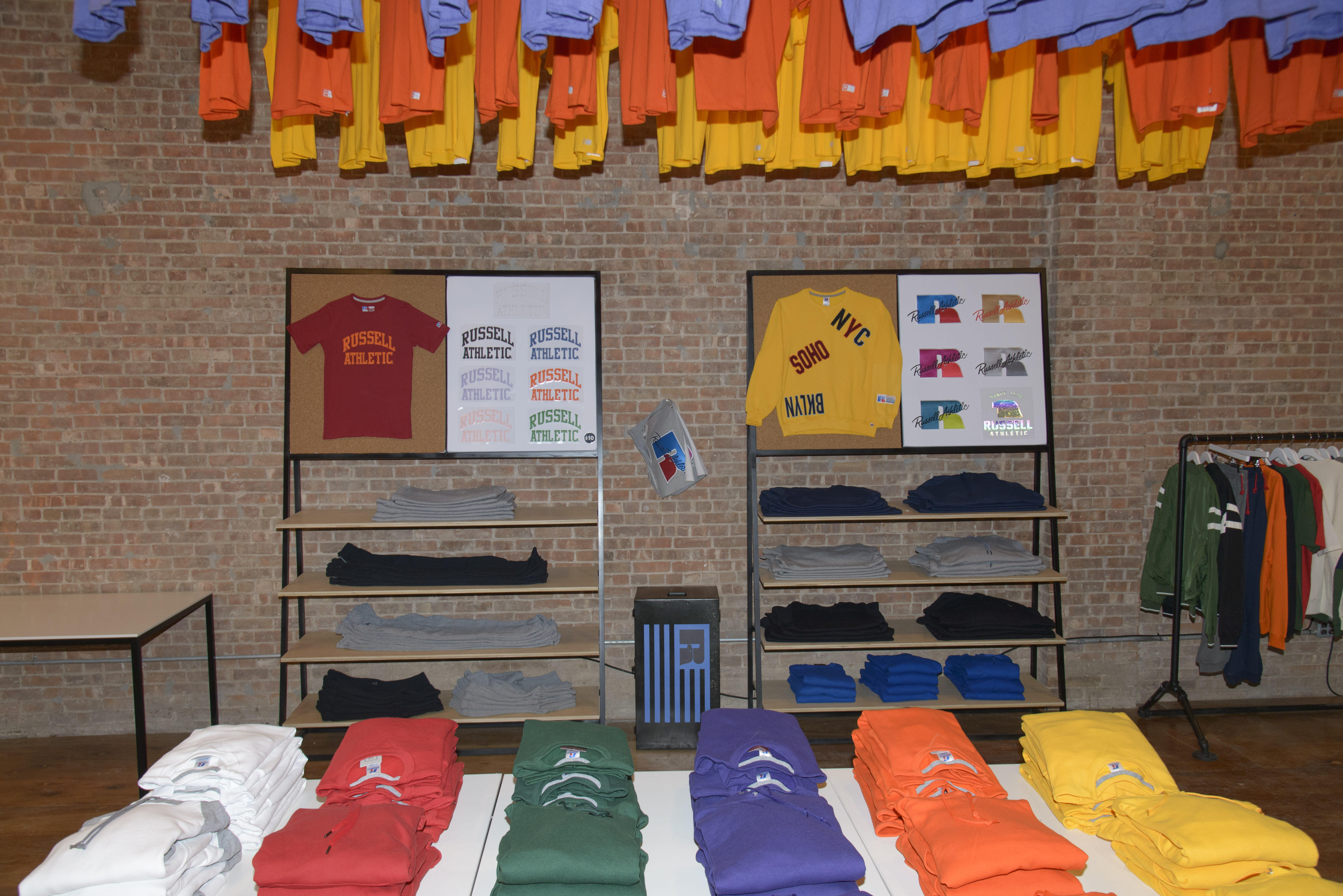 Russell Athletic Pop-Up