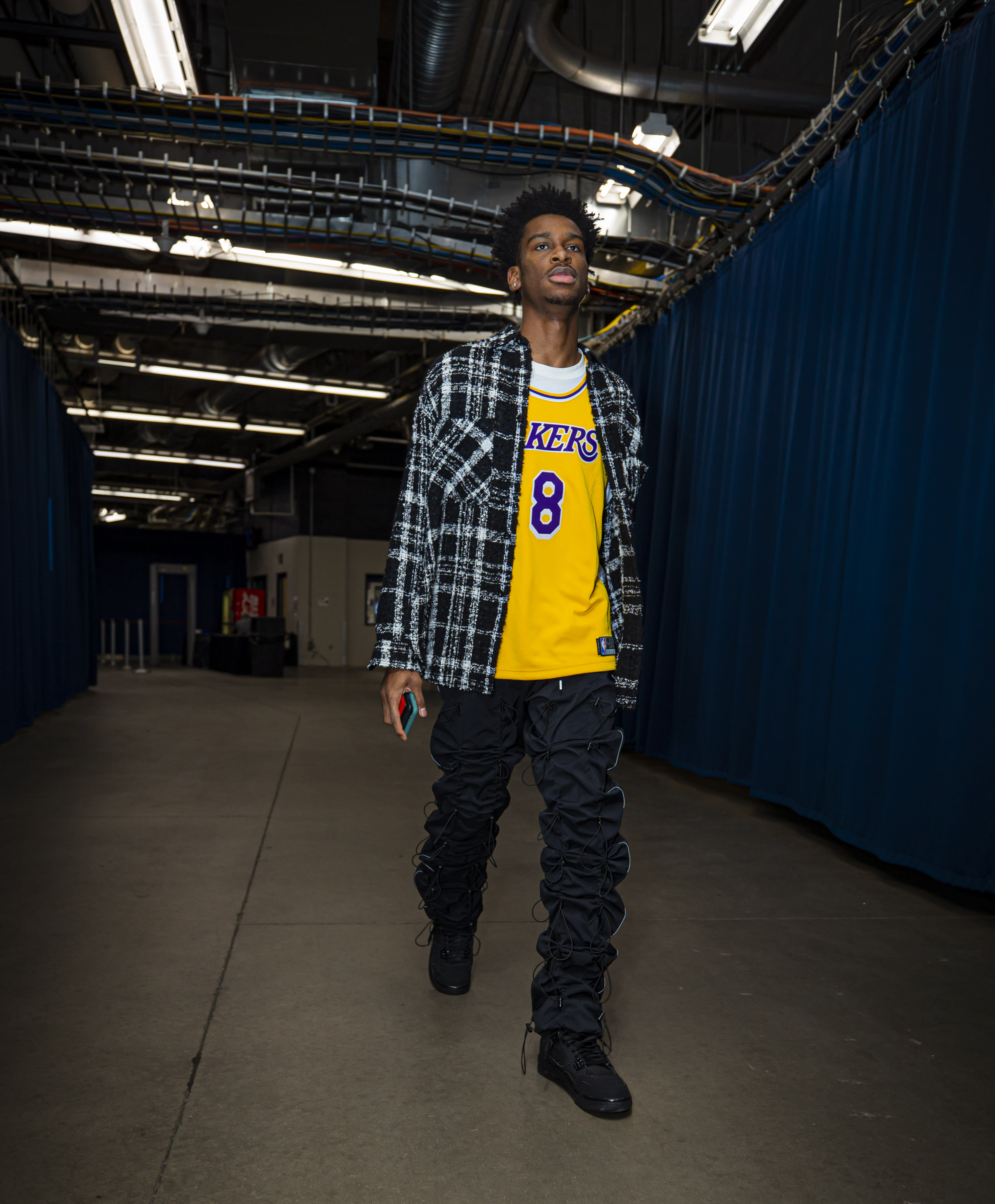 Shai Gilgeous Alexander Walking The Tunnel in a Kobe Tribute Jersey