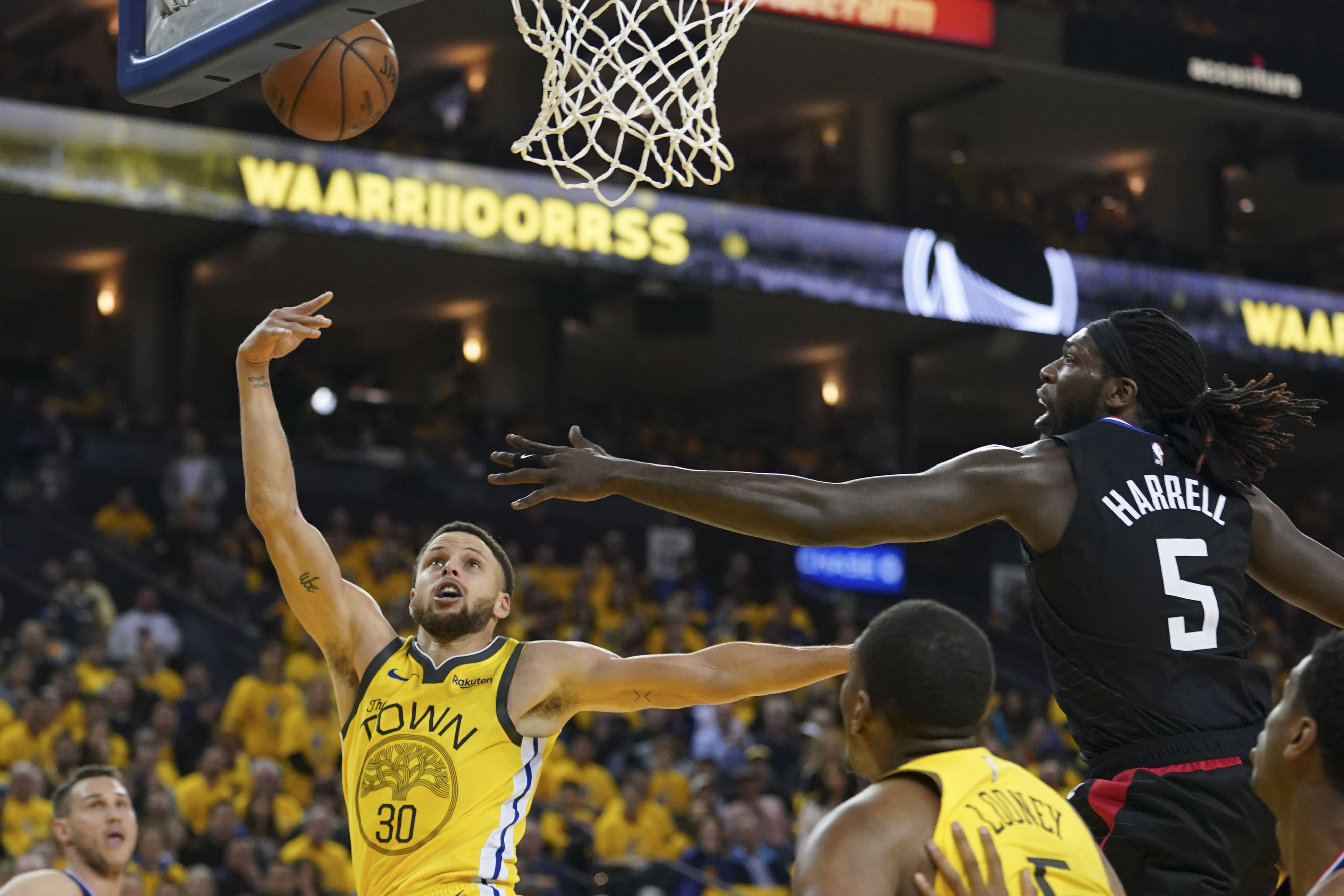 Steph Curry Montrezl Harrell Warriors Clippers Game 2 2019 Playoffs