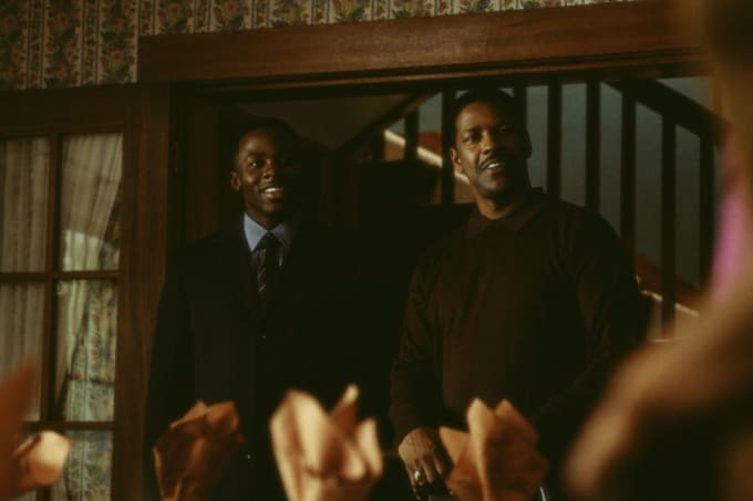 Derek Luke and Denzel Washington on the set of 'Antwone Fisher'