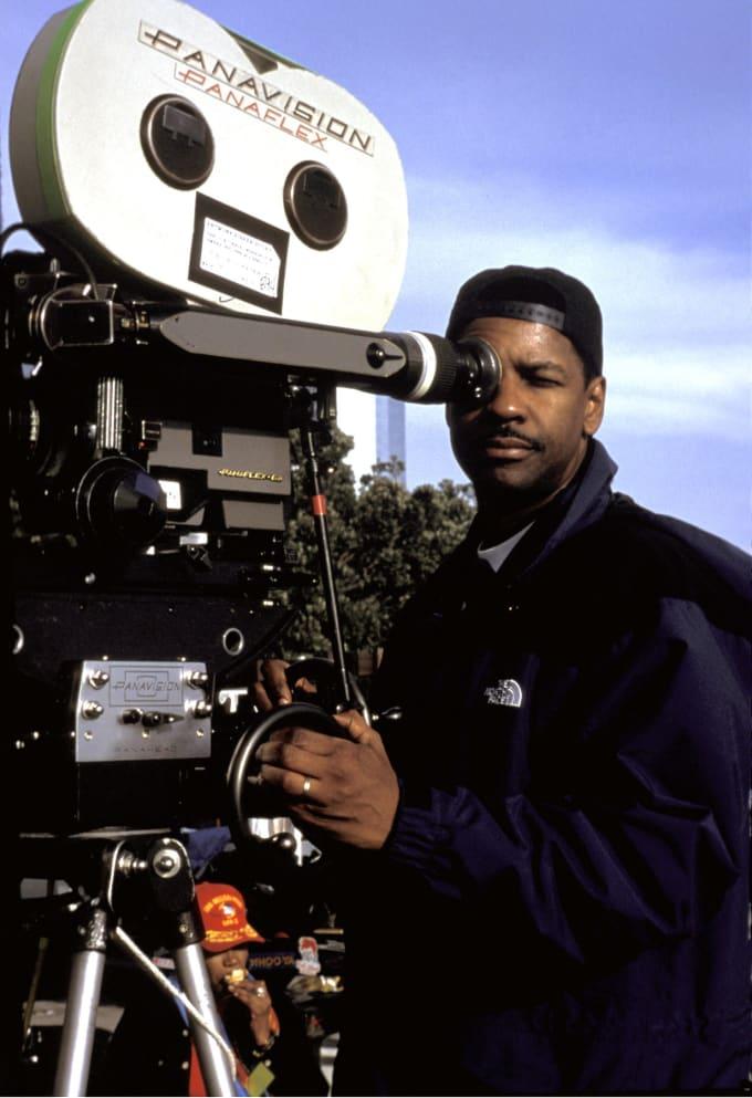 Denzel Washington on the set of 'Antwone Fisher'