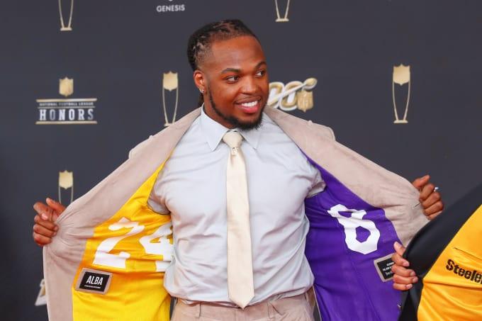 Derrick Henry Unveils A Kobe Bryant Tribute Suit